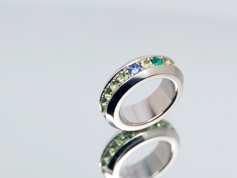ORDERMADE Baby ring/PT900 Peridot Tanzanite Emerald